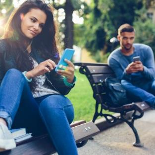 Diese Jahreszeit verleitet Singles (tatsächlich) zum Online-Dating