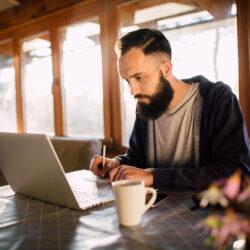 Der Leitfaden zum Schreiben effektiver Native Advertising-Schlagzeilen