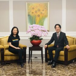 Our Own Ning Ning Yu Receives World Chinese Business Women's Award From The President of Taiwan